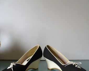 VIntage QualiCraft Canvas Wedge Heel Shoes Size 8US