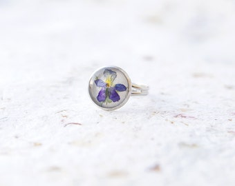 Pressed flower ring Real pressed flowers Dried pressed pansies ring Flowers jewelry Pressed Viola ring Flower pansy jewel Pressed pansy ring