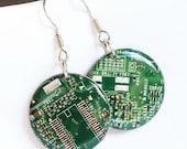 Circuit board earrings - Geeky earrings - recycled computer - round dangle earrings - 23 mm, resin