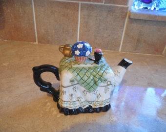 Adorable H H Houston Harvest ceramic tea pot.