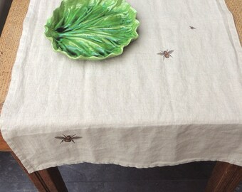 Natural linen table runner with bees