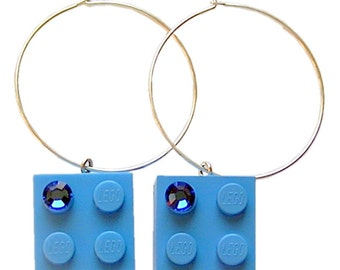 Light Blue LEGO (R) brick 2x2 with a Blue SWAROVSKI crystal on a Silver/Gold plated hoop