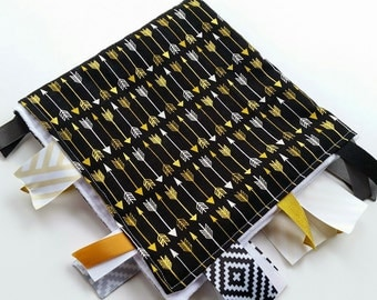 Tag Blanket in Black and Gold Arrows // Metallic Arrows // Minky Baby Blanket // Minky Baby Tag Blanket // Gender Neutral Baby / Modern Baby