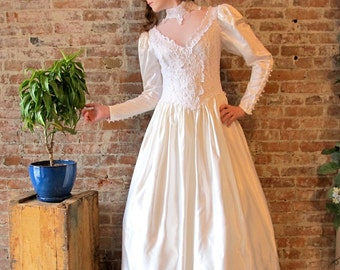 Jessica McClintock Wedding Gown - Satin - Lace - Pearl Beads - Victorian style