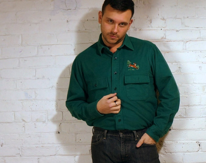 LL Bean 1980s Deepest Green Chamois Cloth Deer Embroidered Shirt Mens Medium 16 Vintage Flannel Cotton Workshirt Hunting Holiday Reindeer