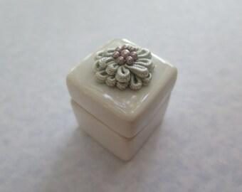 Flower mini-ceramic box