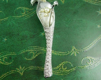 Vintage Bridal Tussie mussie Peace Lily Brooch Pearl Center Rhinestone Stem Floral Women's Tears of Happiness Jewelry