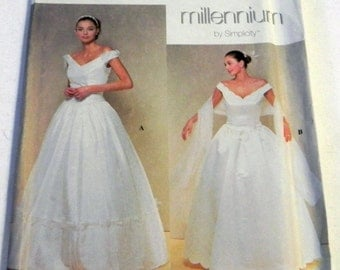 """2000s Scalloped Wedding Dress Bridal Gown Prom sewing pattern Simplicity 8834 Size 4-6-8-10 Bust 29.5-30.5-31.5-32.5"""" UNCUT FF"""