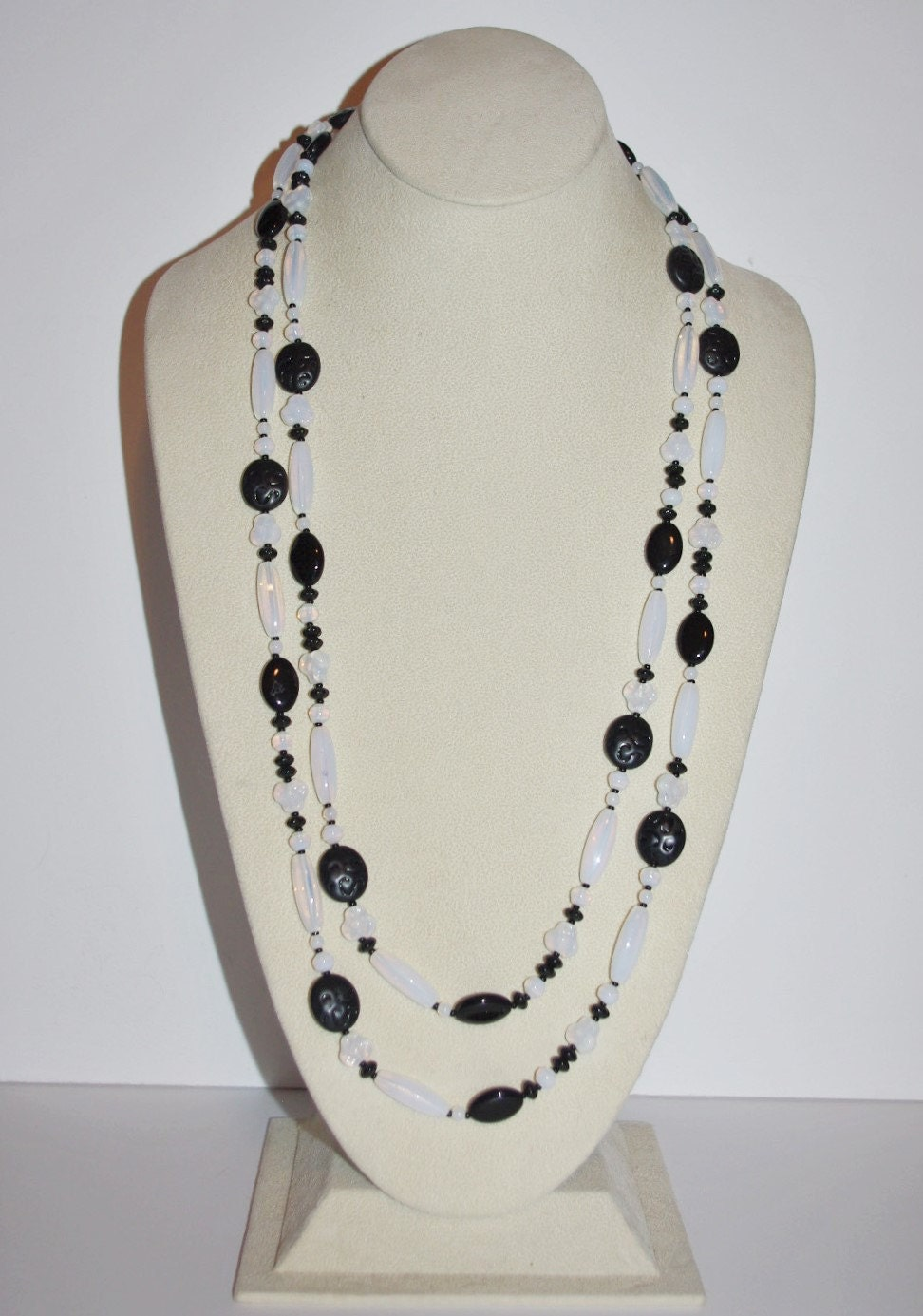 Joan rivers beaded necklace black and white 60 inches for Joan rivers jewelry necklaces