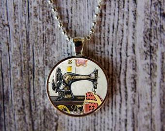 Vintage Sewing Machine Necklace, Sewing Machine Jewelry, Vintage Sewing Machine, Gift for Seamstress, Vintage Sewing Necklace, Gift Under 15