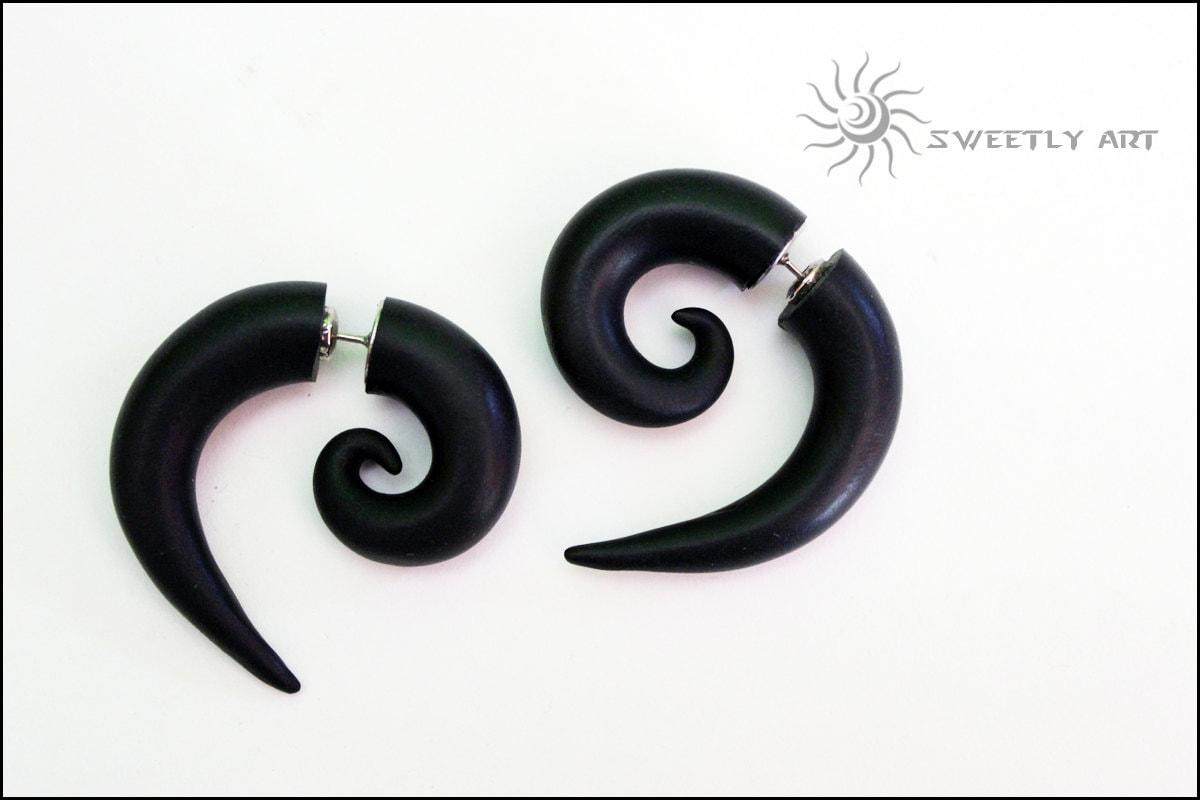 faux black earrings ear plugs black by