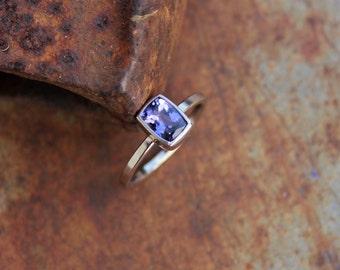 14k Whitegold ring with tanzanite