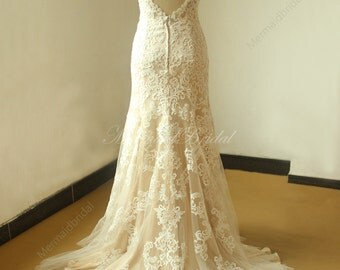 Keyhole back Fit and flare Vintage lace Wedding with chanpamge lining