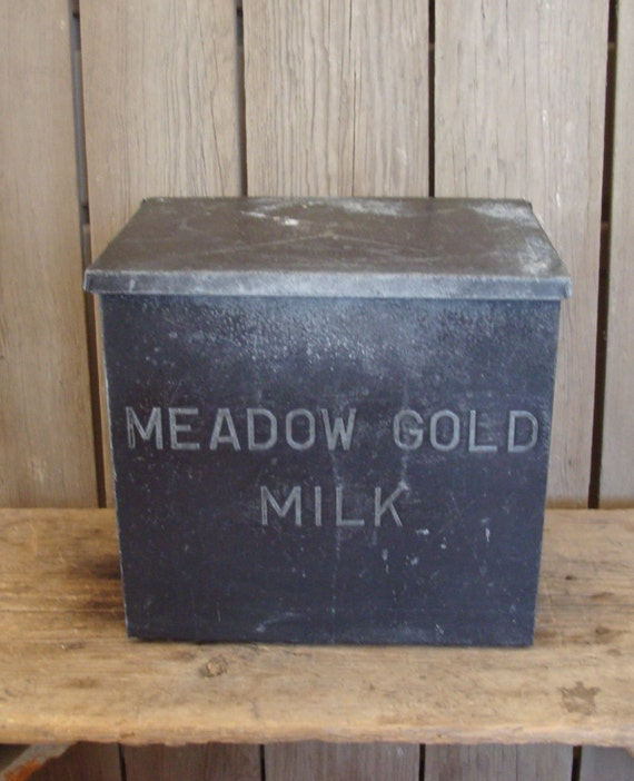 vintage meadow gold milk box tin metal insulated box vintage. Black Bedroom Furniture Sets. Home Design Ideas
