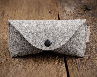 "glasses case felt in gray mixed ""Sichtschutz"" leather label small gift for friends eyeglasses sun sunglasses"