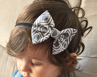 Gray patterned baby bow
