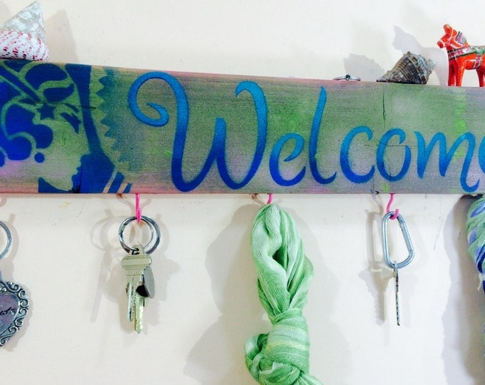 Reclaimed pallet wood made to order -welcome sign 5 pink hooks /recycled wood Art Deco woman hat rack/ recycled wood decor / key holders