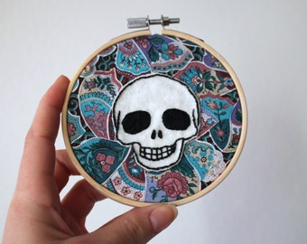 Skull on florals embroidery hoop (large)