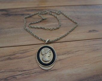 Vintage Jewelry Necklace  Pendant  Hand Curved Woman /Lady Cameo Collectable  Gold  E-096