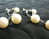PEARL EARRINGS - Ivory Pearls - Drop Style - Silver tone - Stamped 2954589 -Vintage 70s - Screw backs Clip On - Collectible Pearl Jewelry