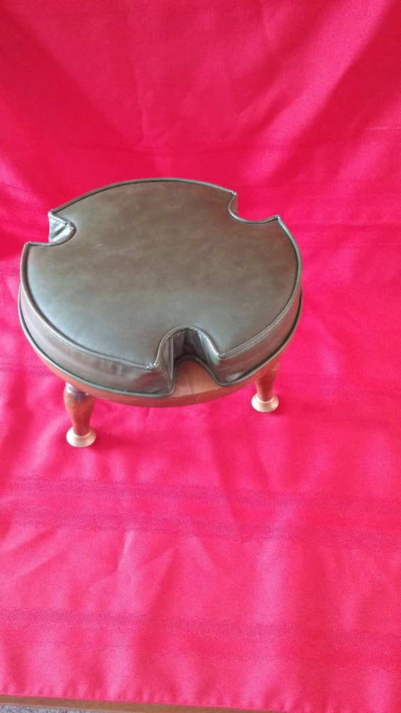 Vintage gardner inc hardwood footstool green vinyl 3 legs for Gardner inc