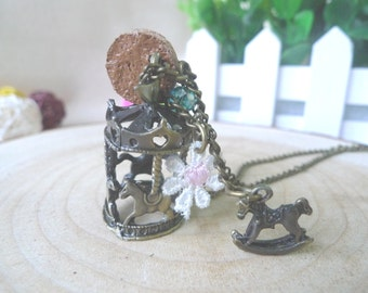 Necklace, carrousel, flower, white
