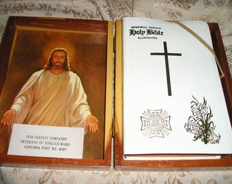 Lovely Vintage Veterans of Foreign Wars Holy Memorial Bible with Wood Box/Cover Mint