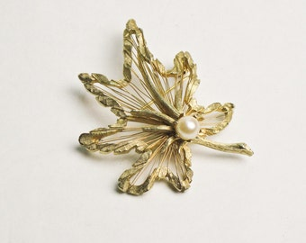 Leaf Brooch Vintage with Cultured Pearl Gold Tone Wire Scarf Pin Lapel Pin