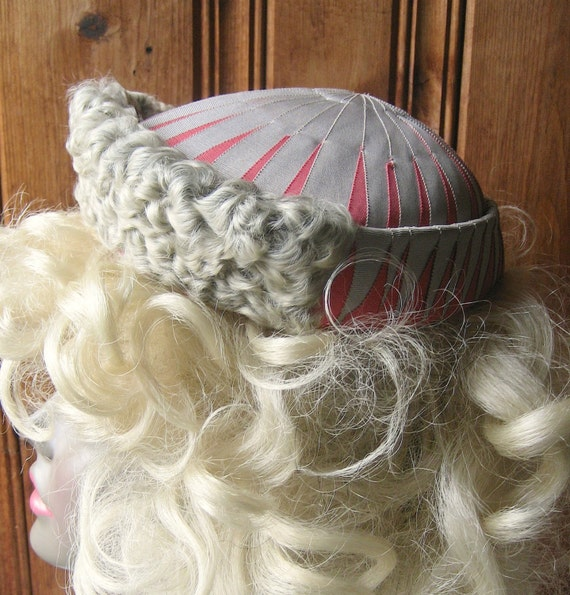 """Curly Shearling Evening Cap - Vintage Women's Formal Hat - Gray and Pink Geometric Striped Ladies' Cap - 21"""" Band Period Costume Hat/Cap"""