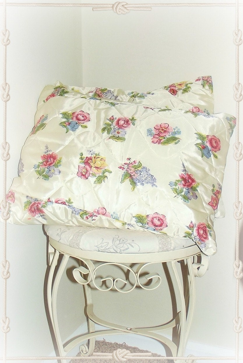 Shabby Chic Toss Pillows : Shabby Chic Pillows//Set of Two//Roses//Throw by ThumbelinasOne