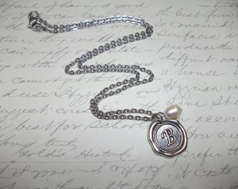 Initial necklace with freshwater pearl