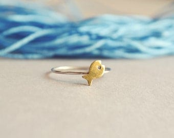 Tiny Fish Ring, Pisces Zodiac Jewelry, Zodiac Ring, Sterling Silver Stacking Ring, Nautical Ring, Beach Jewelry, Sea Lover Gift