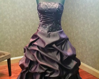 Beautiful Plum Purple and Black Wedding Dress Gothic Bridal Gown with Embroidery