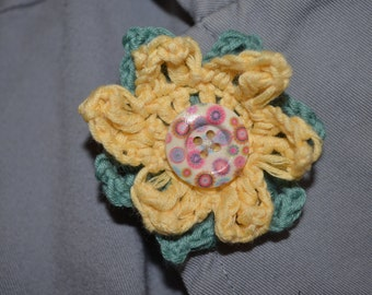 A beautiful, distinctive flower corsage brooch