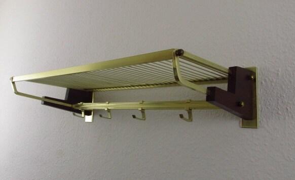 brass colored coat rack metal and teak wood messingfarbene garderobe aus metall und teak holz