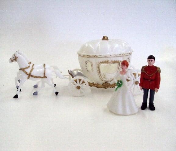 Cake Decorating Plastic Figurines : Princess Carriage with Horses and Figurines Cake Decorating
