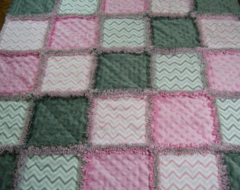 Baby Rag Quilt, Rag Quilt, Pink and gray baby Quilt, Pink and gray baby blanket, Pink chevron blanket, baby gift, gray chevron baby quilt