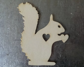 Wooden squirrel various sizes with heart, laser cut from 3mm plywood