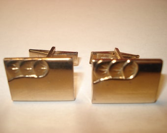 378--Classic Gold tone cufflinks with ripple effect and detail work!  Great item!