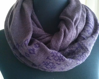 Scarf, pashmina very soft and pleasant to the touch. Scarf, pashmina very soft and pleasant to the touch