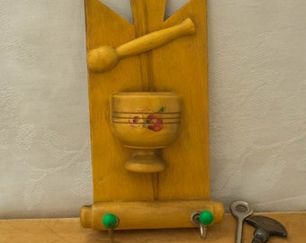 Vintage Retro Kitsch Wooden Wall Plaque - Key Hanger/Toothpick Holder