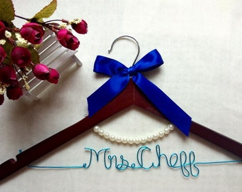 Single Line Wire Name Hanger,Custom Country Wedding Hanger with Pearls,Personalized Bridal Hanger,Bride Bridesmaids Hanger,Mother hangers