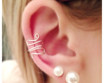Swirl wire ear cuff