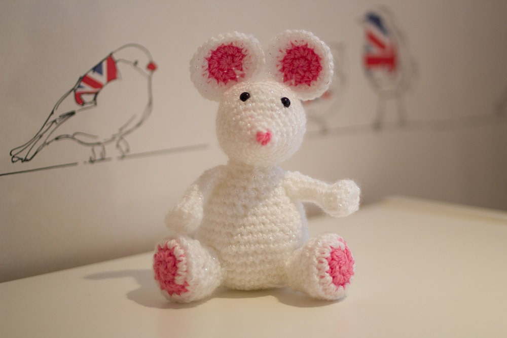 Mouse Sitting up Amigurumi Mouse Sitting up