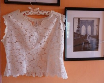 80s white lace cotton  blouse with a touch of classical feminine look