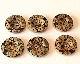 Set of 6 wooden buttons with floral design