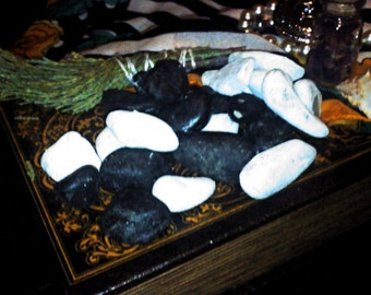Yes/No Black and White Divination Stones