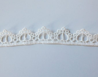 Bridal White Heart Edging by St. Louis Trimming, Inc.