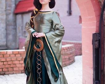 Queen Elinor from Brave Cartoon Movie Disney Cosplay