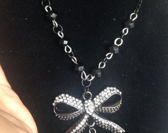 Crystal Bow beaded necklace
